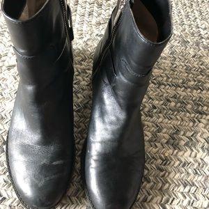 Black short leather Michael Kors boots